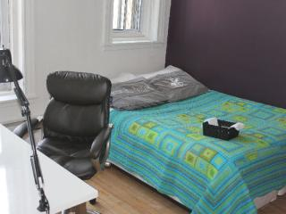 Private bedroom in downtown Montreal