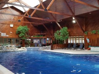 Swimming pool and jacuzzi of Spey Valley Golf and Country Club. Free use of this included in rental.