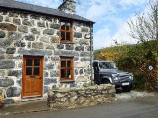 MINFFORDD COTTAGE, family friendly, character holiday cottage, with a garden in