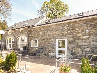 ARAN, romantic base, walking and cycling, open plan, pet-friendly, Bala, Ref