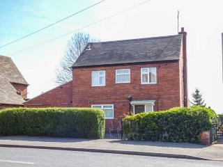 THE OLD GROCERY, detached, WiFi, dishwasher, pet-friendly, parking, in Chesterfield, Ref 933885
