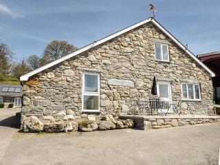 CELYN stone-built barn conversion on farm, wet room, pet-friendly, walks from
