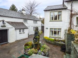 GABLE END, semi-detached, Jacuzzi, woodburner, WiFi, nr Coniston, Ref 937121
