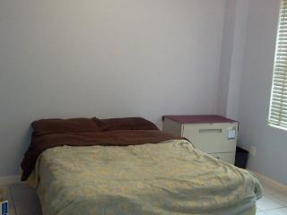 1 BR with all basics Book it 1 then only write me, Jackson Heights