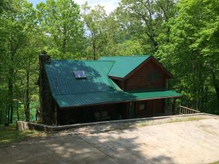 Spacious Lakefront 3 BR Cabin with Private Dock, La Follette