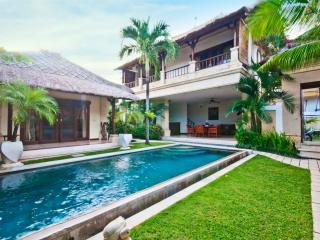 2 Bedrooms - Villa Krisna - Central Seminyak