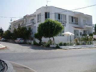 Hotel Anna Apartments, Kokkini Hani