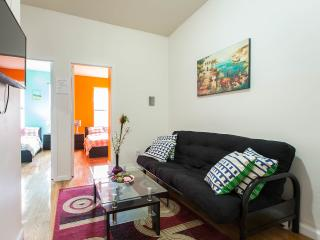 Sunny apt. Fifth fl, 4 beds 2 baths stay8-10people