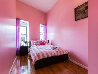 Sunny 4 bedrooms 2 baths Apt in Manhattan Townhouse Fifth Floor stay 8-10 people