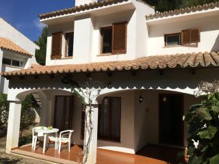 Spacious 2 bed villa, sleeps up to 6