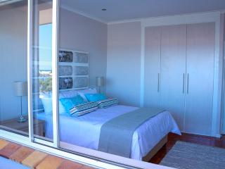 200m from Lagoon beach with great views., Milnerton