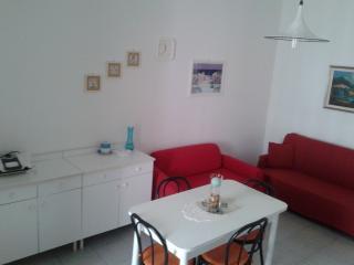 Trilocale con 2 stanze da letto + parcheggio cust., Baia Verde