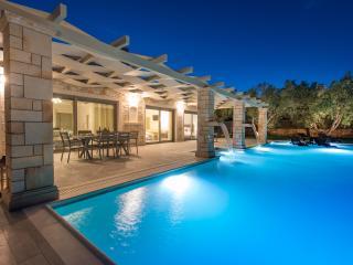 Artina Villa Luxury 3-Bedroom Private Pool Villa