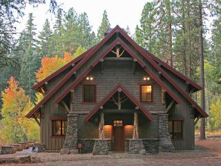 Ashland Lodge Style House w/Patio & 5 MTN Bikes!
