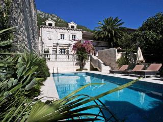 Perast Holiday Apartment BL***********