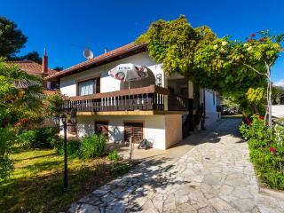 Spacious house with garden near sea, Bibinje