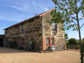"""The Barn"" Gite Rental with Swimming Pool, Saint-Macaire-du-Bois"