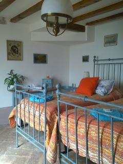 Camera doppia - Double room - Possibilità aggiungere 2 letti - possibility of 2 extra beds