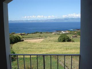 TOP Floor Apartment with great Views, Sao Roque do Pico