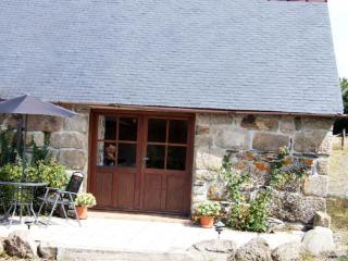 Goas Teriot Cottage with beautiful views, Mael-Carhaix
