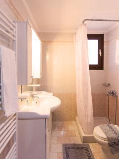 1st storey bathroom