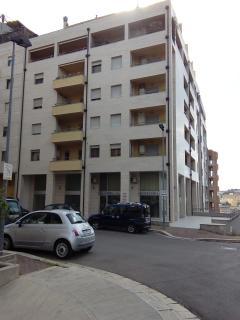 Esterno dell'edificio in cui si trova casa Macamarda. Il nostro paino è il sesto, con ascensore.