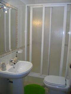 Casa de banho com duche privativa