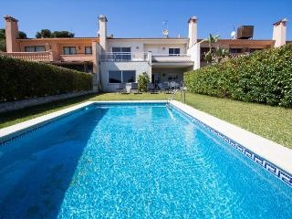 Delightful Villa Roda de Bara, just 100 meters to the Costa Dorada beach!