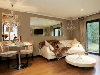Pearl Cottage Leeds Privately Gated Home by Haute Monde Homes