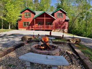 Enjoy a family getaway or retreat in a cabin named, Poolin' Around!, Cosby