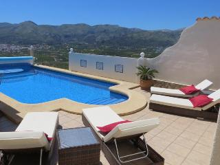 Villa Vista, pool, aircon, wifi and stunning views