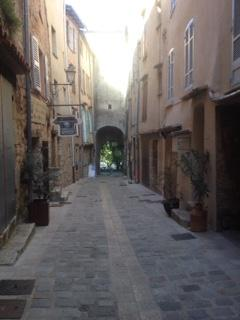 Rue de Prison, walking towards Place Moreri