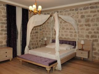 Villa Nikcevic -Double Room with Pool View 1 (104), Orahovac
