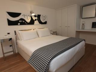 Welcome to Suite LHP Roma Piaza del Popolo. This is your bedroom