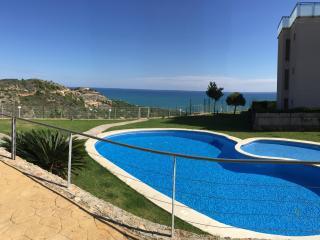 Apartamento de dos habitaciones con jardín y vistas al mar