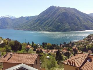 Spacious Apartment near Argegno, Amazing view, Muronico