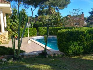 Luxury Villa in La Mora Beach with Pool, Tarragona
