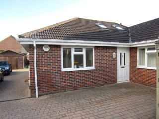 Light & Airy Modern Bungalow in Coastal Village, Warsash
