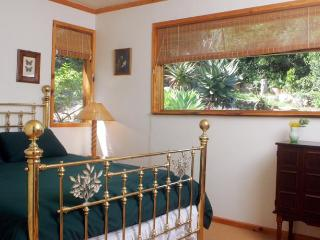 Two Bedroom Flat in Beautiful Gardens w Views, Knysna