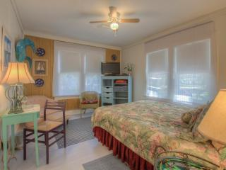 Romantic Historic Cottage minutes to the Beach, New Smyrna Beach