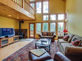Dog-friendly, two decks & close to Tahoe Donner amenities!, Truckee