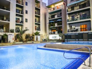 3 bedroom luxury holiday apartment common pool