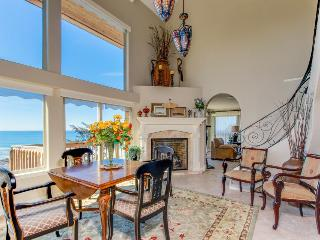 Admire the ocean from this elegant beach chateau on the Oregon coast!, Lincoln City