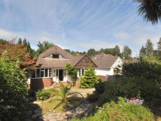 Detached house, hot tub, walking distance to beach