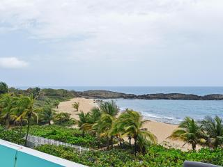 'Seaside Paradise 3' Enticing 2BR Oceanfront Manatí Condo w/Wifi, Sensational Views & Huge Private Balcony Overlooking Mar Chiquita - Steps to the Beach! Near Hiking, Mountains & More, Manati
