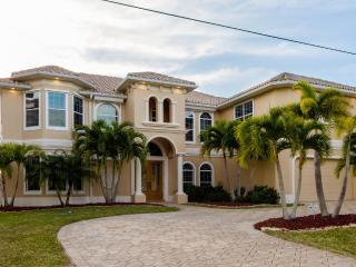 Luxury Villa Tropical Dream with pool and spa, Cape Coral