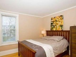 Beautiful Bedroom Steps Away from SMU, Halifax