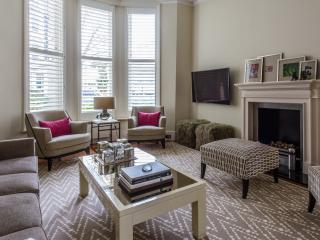 onefinestay - Stanley Crescent apartment, Londres