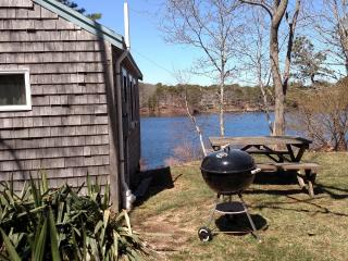 Eastham waterfront cottage on pond