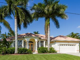 Waterfront house Laura with heated pool, Cape Coral